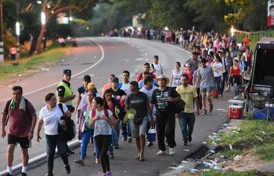 Crónica / Caacupé: a full piden ir junto a la Virgencita