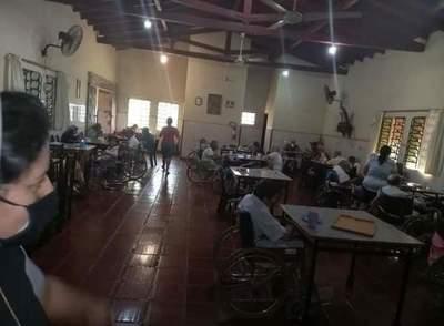 Estudiantes de la UNE entregaron víveres al Hogar de Ancianos