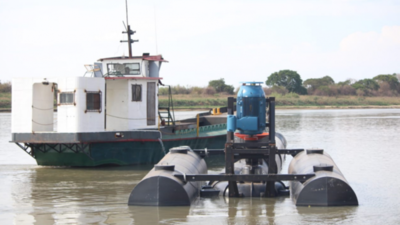 Culmina instalación de bombas en aguas del Río Paraguay