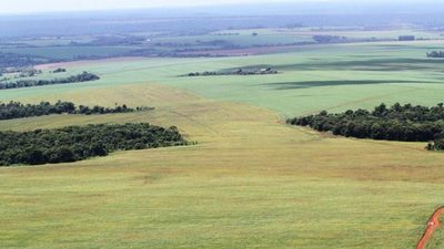 Fuertes enfrentamientos entre bancadas por tierras malhabidas