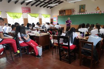 Alumnos del tercero de la media volverían a aulas en noviembre