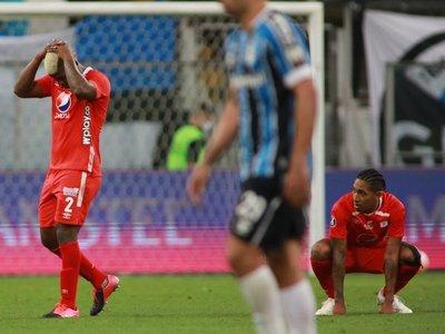 Gremio salva empate en el descuento y América sale de la Sudamericana