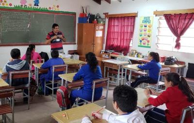 Los alumnos del último año retornarían a clases en noviembre