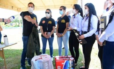 Municipalidad recibe donación de equipo para limpieza de cauce hídrico