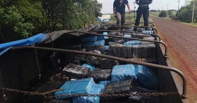 Interceptan camión repleto de marihuana en Pirapó
