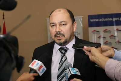 Director de Aduanas admite que si se ponen escáners potentes en los puertos, los clientes buscan otras opciones