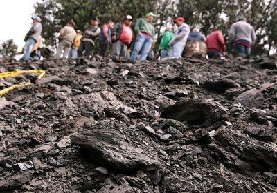 Rescatan vivos a tres colombianos que estuvieron atrapados tres días en una mina