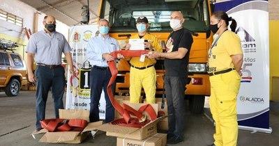 La Nación / Cadam donó a bomberos implementos para combatir incendios