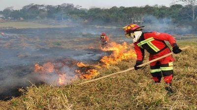Instan a que el Gobierno se haga cargo de los bomberos