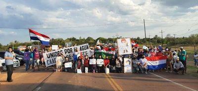 """""""Unidos por el agua"""" cierran ruta en Caapucú"""