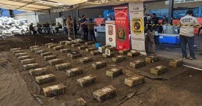 La Nación / Hallan otros 500 kilos de cocaína en bolsas de carbonilla en Villeta