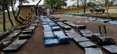 Senad incautan más de 10.000 kilos de marihuana prensada en Pirapó