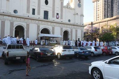 Realizan misa crismal en la Catedral Metropolitana de Asunción