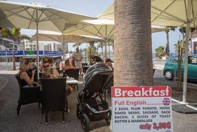Canarias reactiva su turismo con británicos y alemanes sin blindaje anticovid
