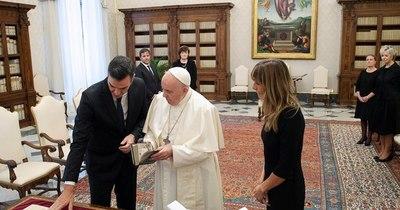 La Nación / Papa recibe en el Vaticano a presidente español en pleno brote de coronavirus