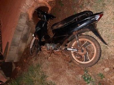 Joven motociclista queda en estado grave tras ser rozado por un rodado