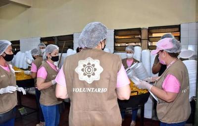 Oficina de la Primera Dama repartió 3.000 platos de comida en Luque