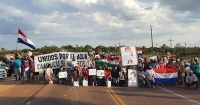 La Nación / Pobladores de Caapucú cierran Ruta PY01 ante falta de agua