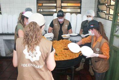 Entregan más de 3.100 platos de comida en Luque