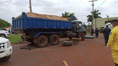 Motociclista muere arrollado por camión volquete en Pedro Juan