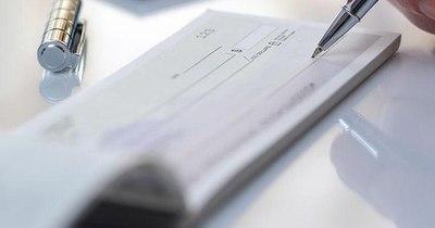 La Nación / Roban talonario de cheques para realizar millonarias compras