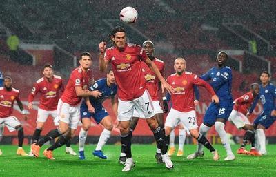 El United y el Chelsea se atascan en el debut de Cavani