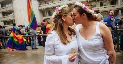 HOY / Argentina acoge entre escepticismo y alegría el apoyo del papa a homosexuales