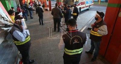 La Nación / Dinatran sancionará a empresa de transporte por negarse a subir a pasajero no vidente
