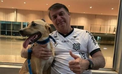 HOY / Bolsonaro dice que en su casa las vacunas son solo obligatorias para el perro