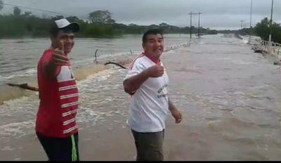 Puente con 50 años se inunda y urgen uno nuevo en Paso Barreto