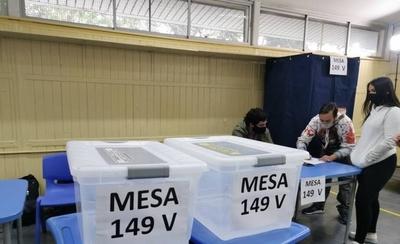 HOY / Abren los centros de votación en Chile para el histórico plebiscito constitucional