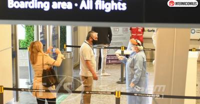 Argentina abrirá sus fronteras aéreas y marítimas a países vecinos para turismo