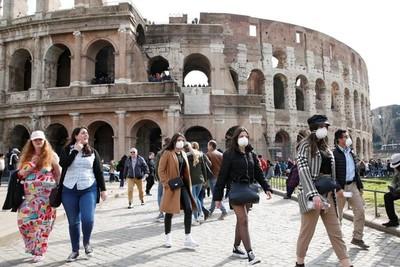 Italia limita horario de bares hasta las 18:00 horas