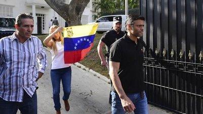 Leopoldo López llega este domingo a Madrid luego de lograr salir de Venezuela