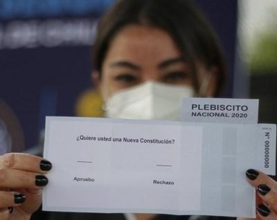 Chile: más de 14 millones de votantes deciden si dejan atrás la Constitución de Pinochet