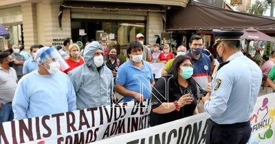 La Nación / Administrativos de Clínicas reclaman gratificación por COVID-19