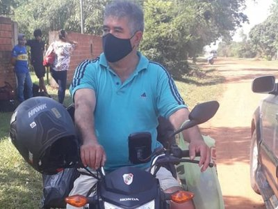 Viajó 18 horas en moto para llegar a Paraguay