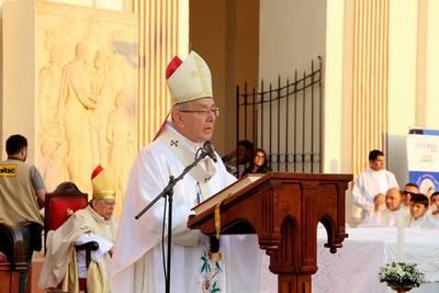 """Arzobispo pide reencauzar la educación y evitar que la salud sea el """"nuevo ídolo"""""""
