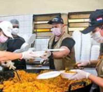 Más de 3.000 personas recibieron almuerzo solidario