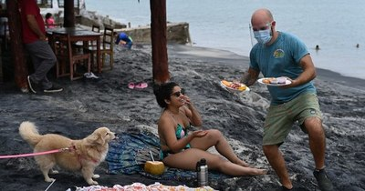 """La Nación / """"Es maravilloso"""": panameños regresan a las playas"""