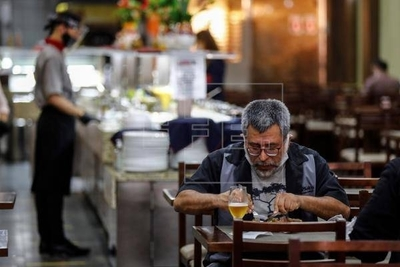 HOY / Un salón, un bar y una clase: así contagia el coronavirus en el aire