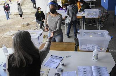 Plebiscito constitucional en Chile se lleva a cabo y definirá el futuro de la nación
