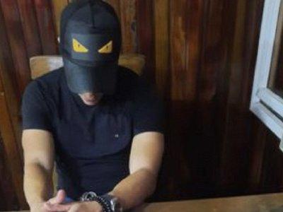Futbolista fue detenido con marihuana tras eludir barrera