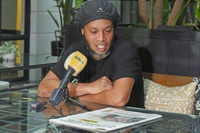 Ronaldinho anuncia que dio positivo por covid-19
