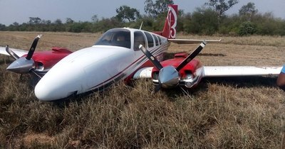 La Nación / Avioneta realiza aterrizaje forzoso en estancia en el Chaco