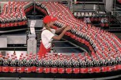 Coca-Cola planea eliminar la mitad de sus marcas de bebidas por crisis de Covid-19