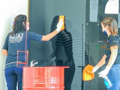 Vidriería MONOPOLIZA contras de LIMPIEZA en la Gobernación Alto Paraná