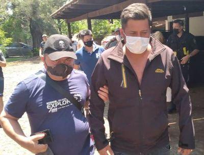 Prisión preventiva para tres policías que raptaron a vendedor de vehículos