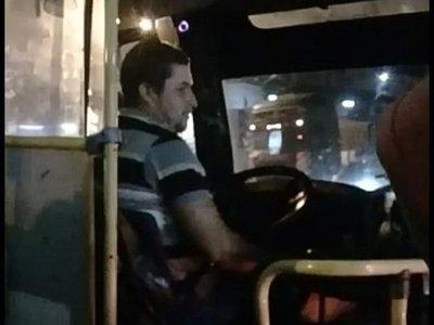 Billetaje: pasajeros llevaron al chofer a la comisaría tras discutir por cobro en efectivo