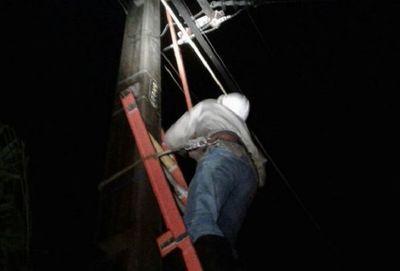 Ande confirma que miles de usuarios quedaron sin energía, tras temporal en Asunción